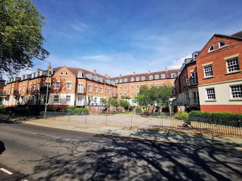 Modern 1-bedroom apartment a short stroll along the river from Shrewsbury town centre.