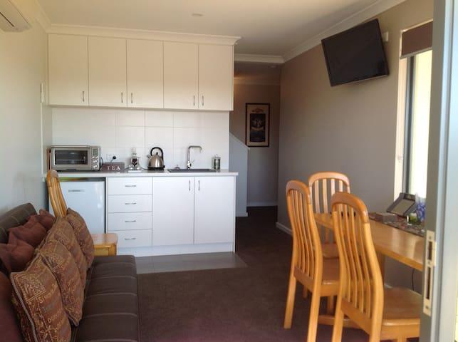 Fabulous B & B Perth Hills WA (Shire Registered) - Kalamunda - Bed & Breakfast