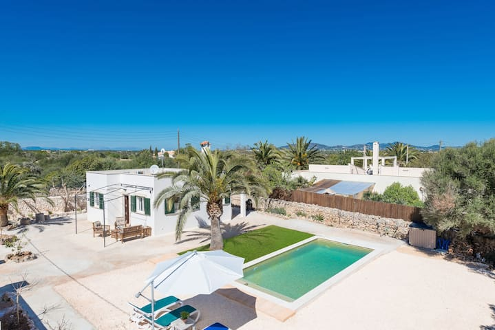LAS ESTRELLAS - Villa with private pool in Cala Llombards (Santanyi).