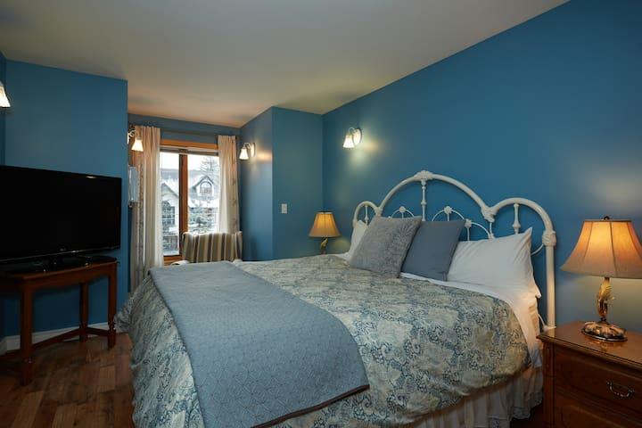 Chinook King Bedroom Suite