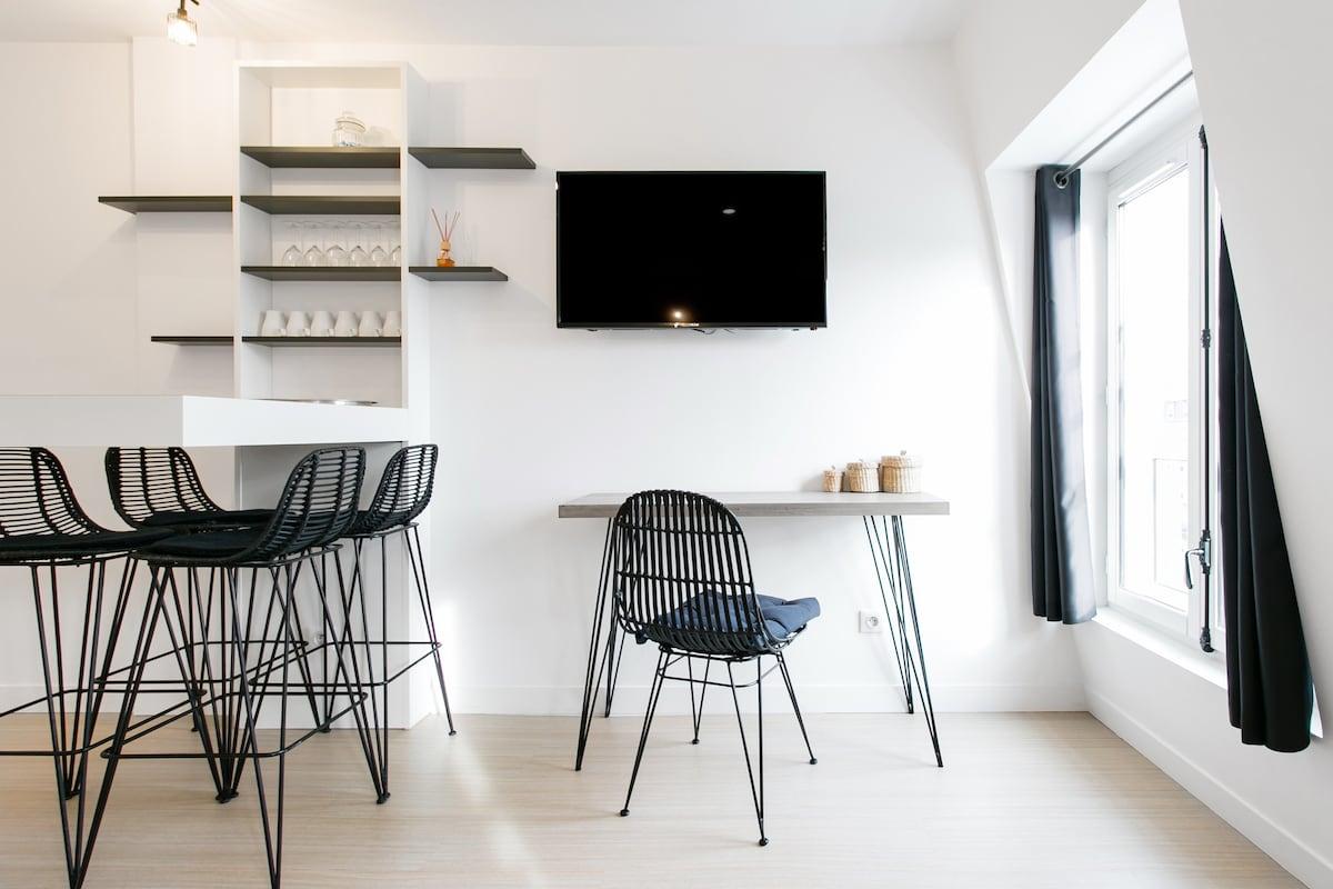 Hip Minimalist Apartment near Champs-Elys es