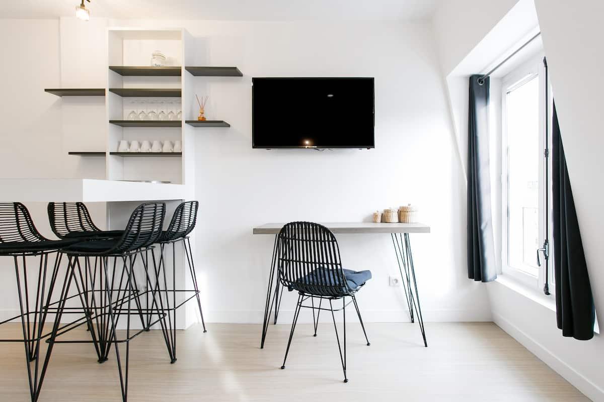 Hip, Minimalist Apartment near Champs-Elysées
