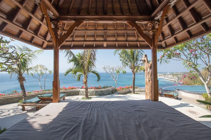 Clifftop Room with Gorgeous Views by Bukit Vista