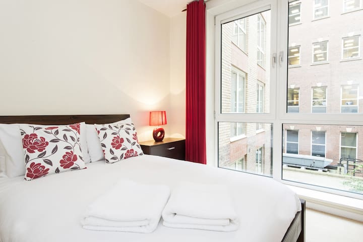 Still Life St Paul's Exec. 1 Bedroom Apartment E - London - Apartemen