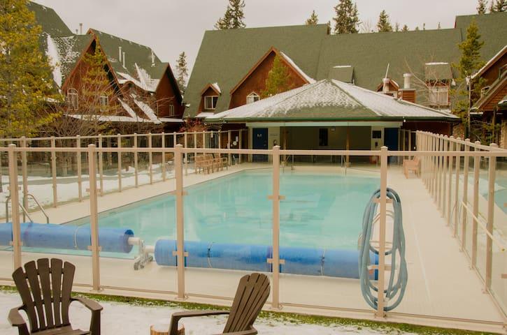 mystic hot pools escape