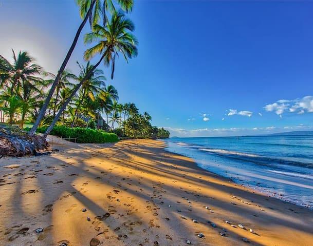 Quiet, Romantic, Great Location. Close to Beaches!