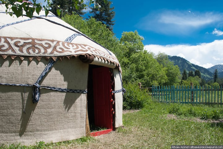 Family Yurt (4 people)