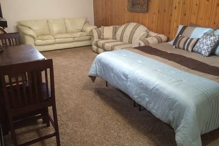 Basement with King bed, kitchen, bath & game room - Rexburg