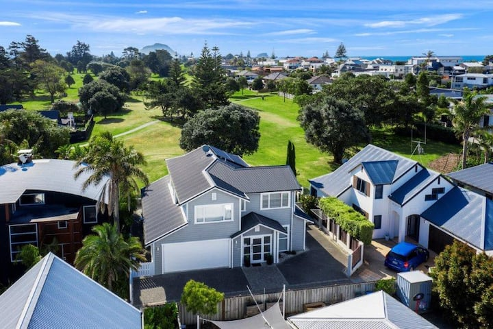Stunning tranquil home with green space views. Walk to the Beach, Golf and Bayfair.