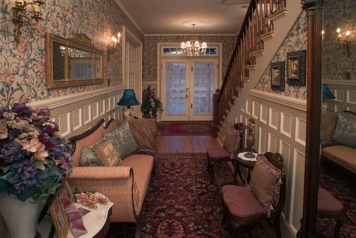 Lumière Inn 1893 Victorian 1 Block to the Water TB - Washington - Hus
