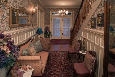 Lumière Inn 1893 Victorian 1 Block to the Water TB - Washington - Dům