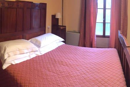 Camera con bagno privato in Villa storica - ポッジボンシ
