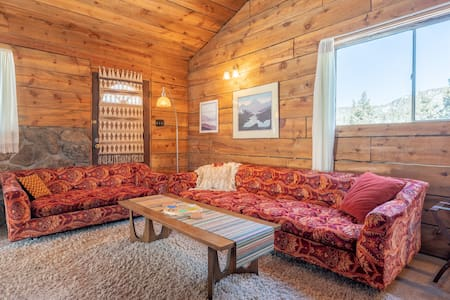Charming 70's boho cabin in mountains of Boulder!