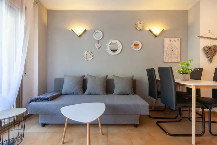Apartment with a swimming pool!Near  PortAventura!