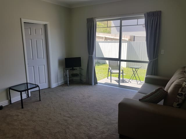 2 Bedroom Modern Apartment, LongBay Regional Park