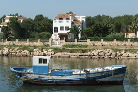 Villa les pieds dans l'eau dans beau port naturel - L'Ametlla de Mar