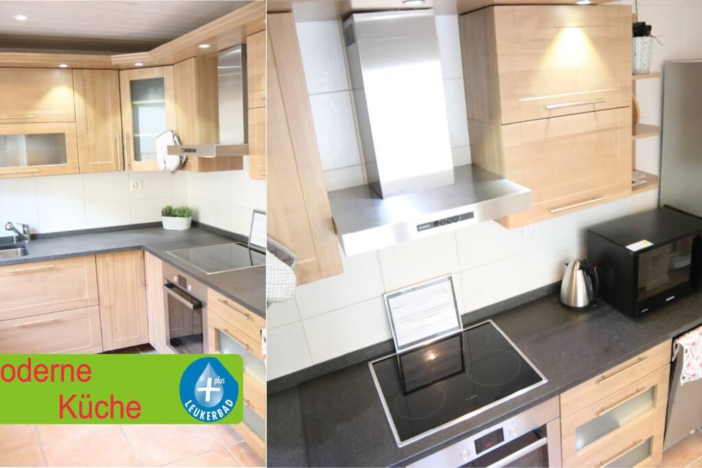 Moderne Küche mit Geschirrspüler, Induktionsherd, Mikrowelle, Backofen, grosser Kühlschrank
