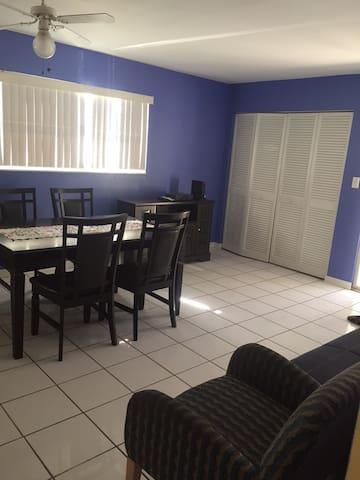 STEPS TO LIDO BEACH & ST. ARMAND'S - Sarasota - Appartamento