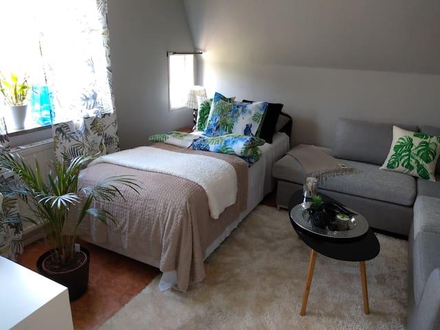 Sovrum 2 - enkelsäng och soffa