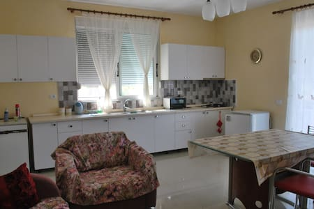 Comfortable apartment near the sea2 - Borsh - Ev