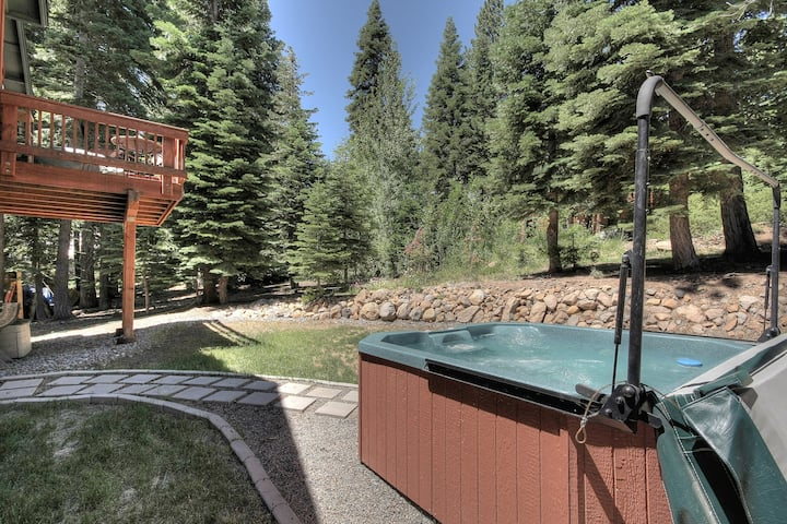Newer North Tahoe Home with Hot Tub