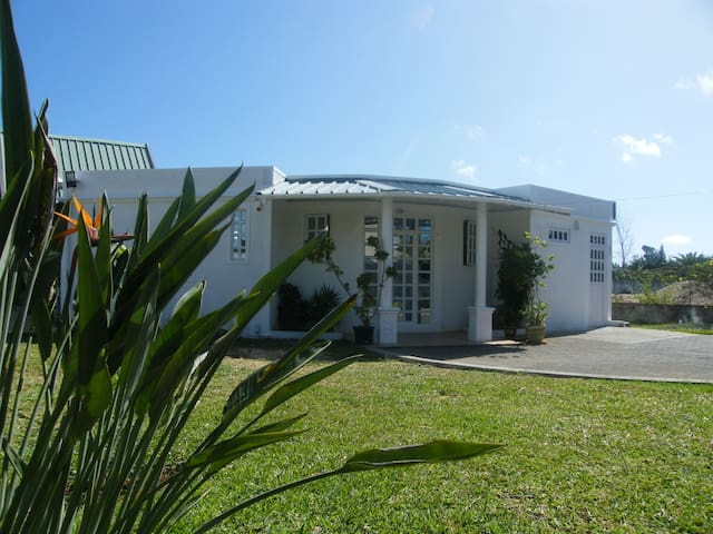 Chez Lin Harmony House BNB near beaches Free WiFi