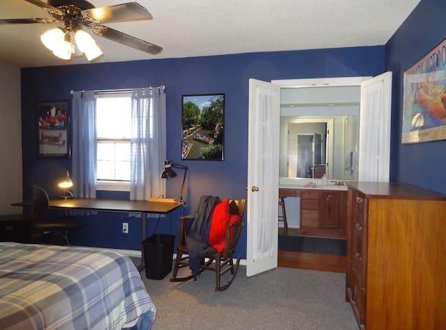 Far North Dallas -- Blue Room