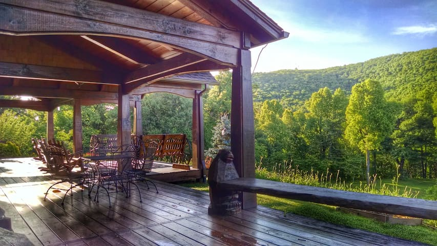 Bearwallow Cottage w/stunning views - Gerton