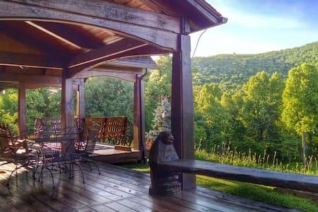 Bearwallow Cottage w/stunning views - Gerton