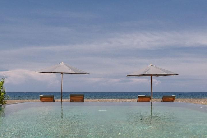 Premium Four Bedrooms Villa On The Beach @Lovina