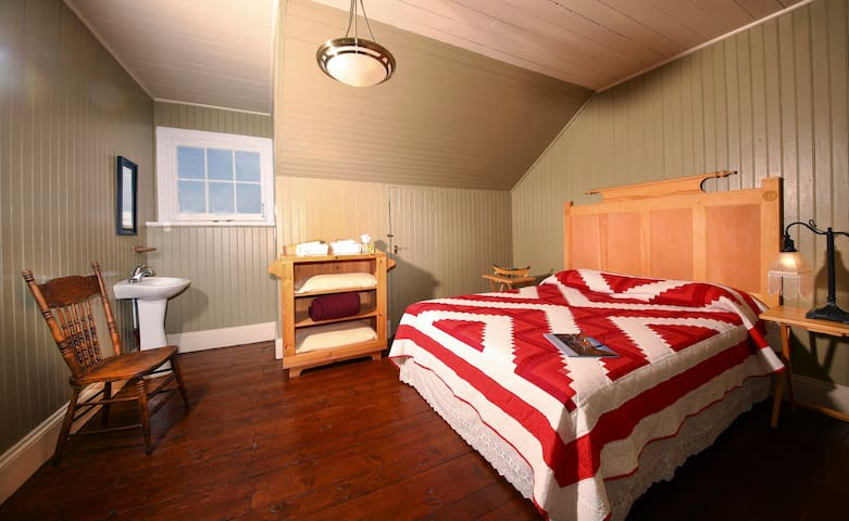 Experience century old lightkeeper's home