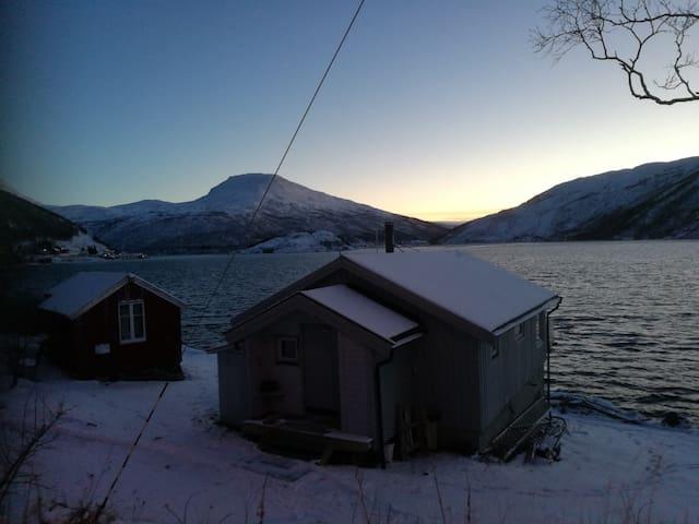 Tulleng Sjøbu - Fishermen's cabin-Northern lights