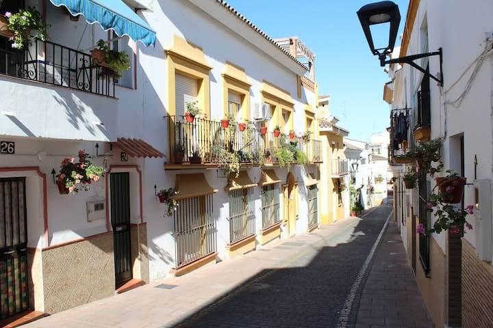6 Bed Beautiful Townhouse Apartment, Estepona Town - Estepona - Apartment