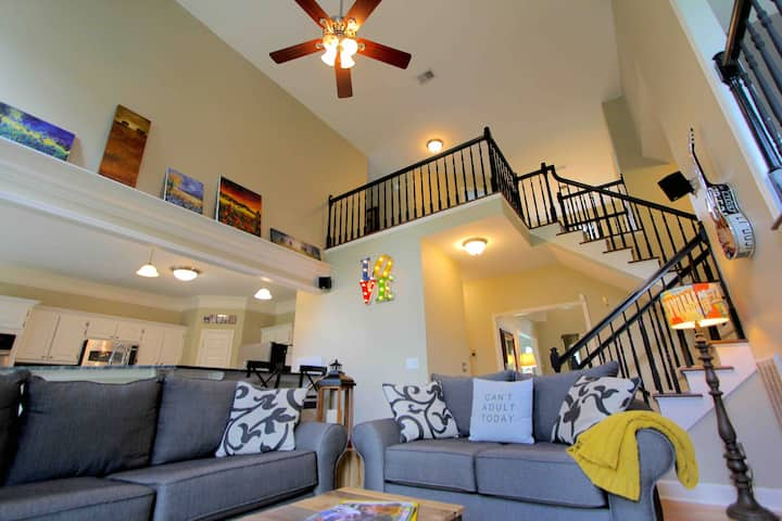 FUN COUNTRY in the MuSiC CiTy_BRENTWOOD EXEC HOME