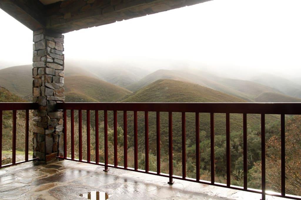 O varandim da casa, com vista para a montanha