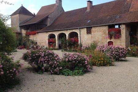 Chambres d'hôtes à la ferme  Studio - Bissy-sous-Uxelles - ที่พักพร้อมอาหารเช้า