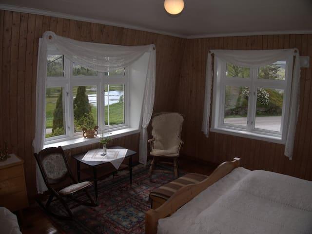 Hus mellom fjord og fjell, flat 2. - Flekke - Apartment