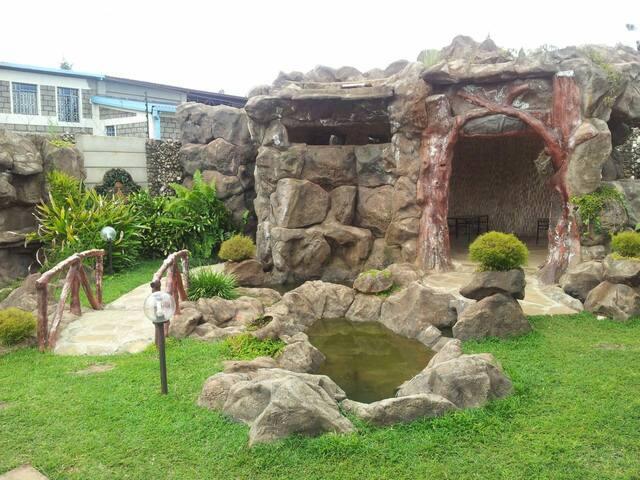 Hostel stonehouse karen