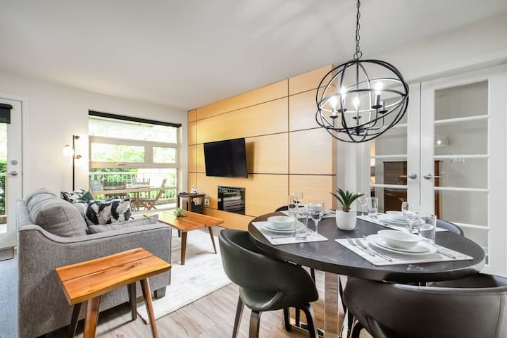 BRAND NEW LARGE 1 BED 2 BATH North Vancouver