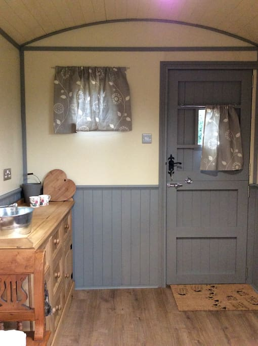 Little kitchen area with everything you need to rustle up a Shepherds feast.