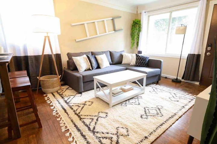 Stylish 2BR Home in Ferndale