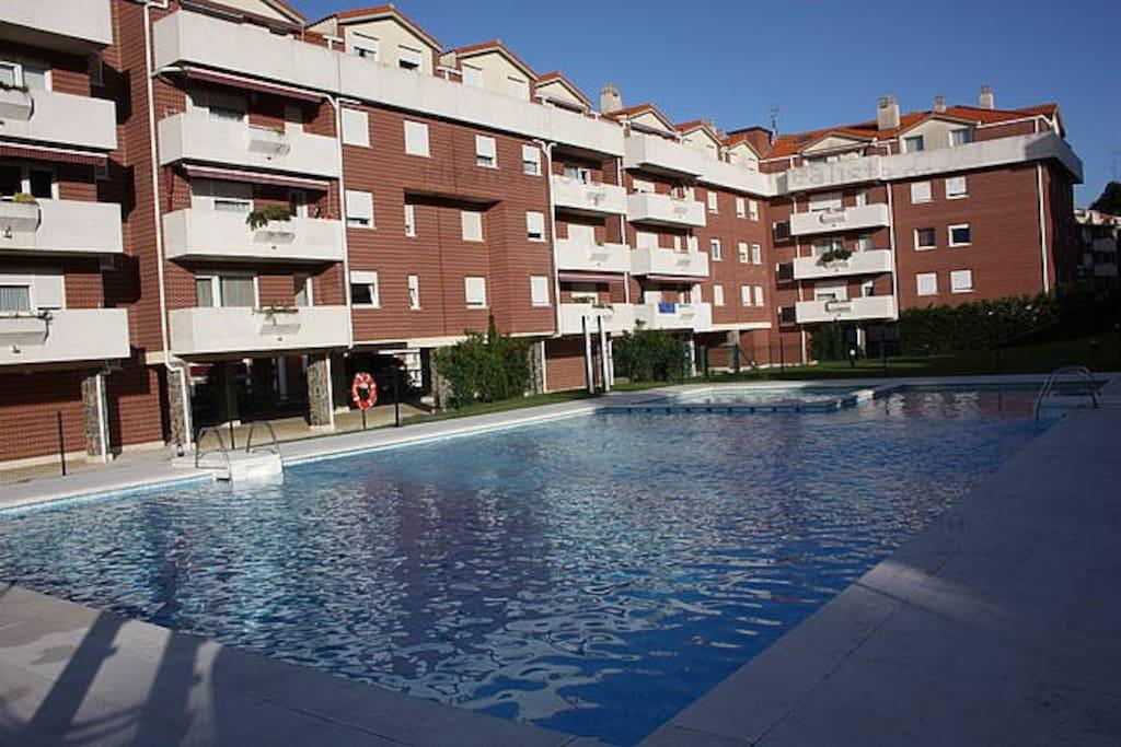 Atico con terraza urbanizacion con piscina apartamentos for Apartamentos en madrid con piscina