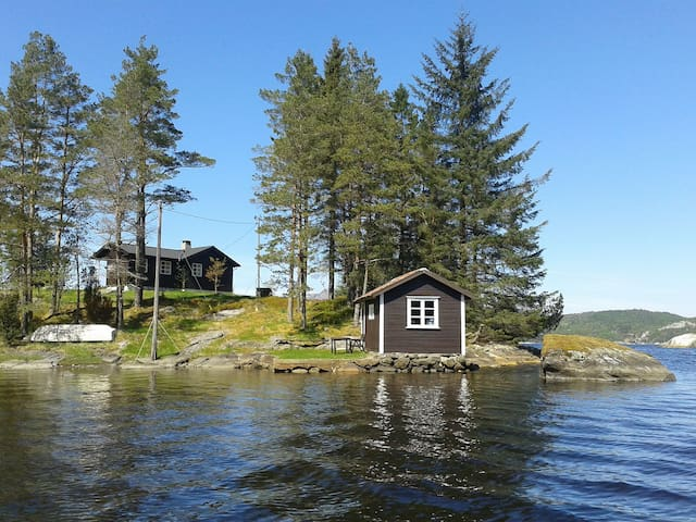 Beautiful peninsula by scenic fjord - Aksdal - Cabin