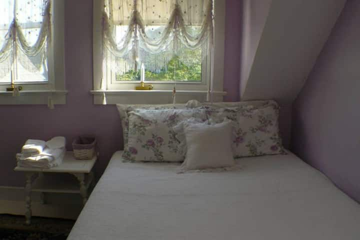Guest Room for with adjoining room- Sleeps 6