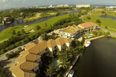 Golfers Paradise by the Ritz - George Town - Leilighet