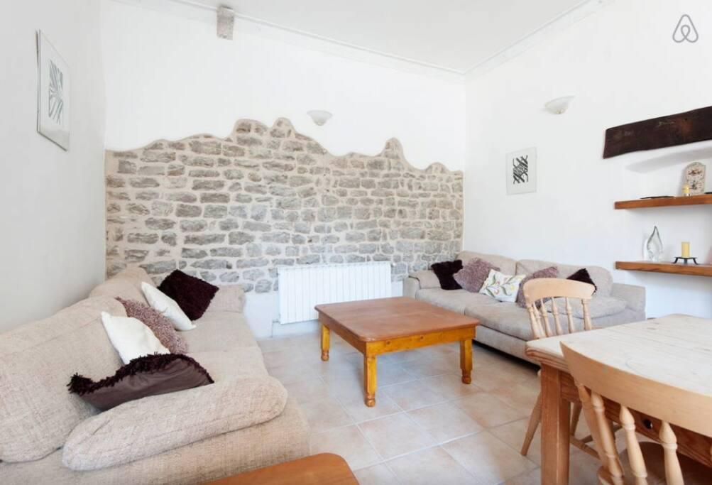 Il muro pietra a vista della living room