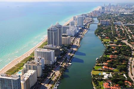 Location! Location! Location! - Miami Beach - Casa
