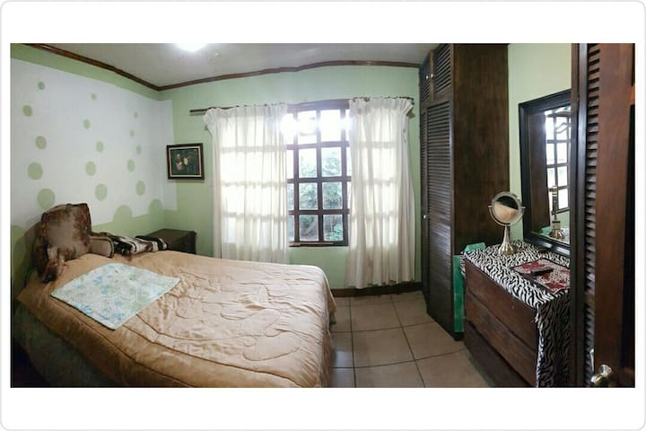 Private comfy room - edible garden - San José - House