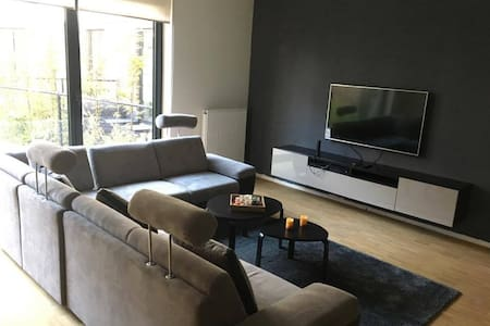 Cosy room  (10mins Airport/20mins city centre) - Evere