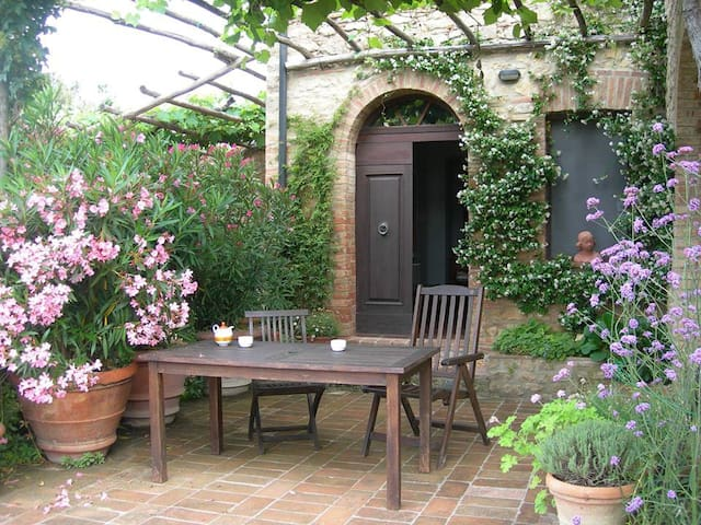 Le Pietraie, MIMOSA with garden. - Montecastelli Pisano - Apartment